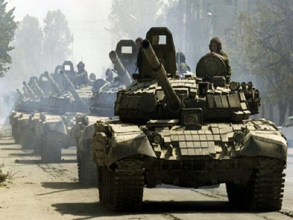 Xe tăng Nga bị cáo buộc vượt qua biên giới vào Ukraine (ảnh minh họa)