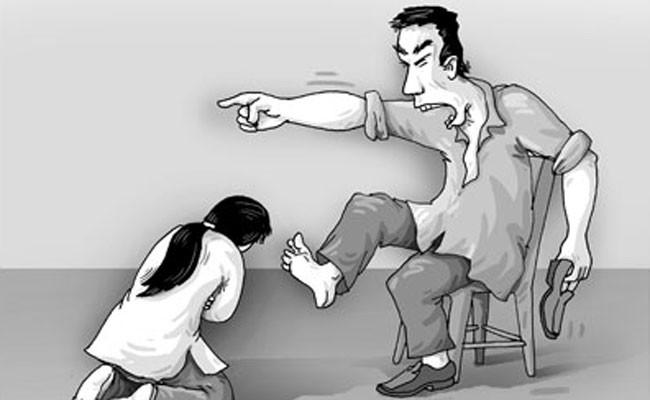 Ý kiến cử tri: Cần bổ sung chế tài xử phạt đối với những đối tượng nam giới có hành vi bạo hành gia đình đối với nữ giới bằng hình thức lao động công ích. Ảnh minh họa Trả lời: