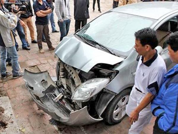 Một vụ tai nạn ô tô do nhân viên rửa xe gây ra