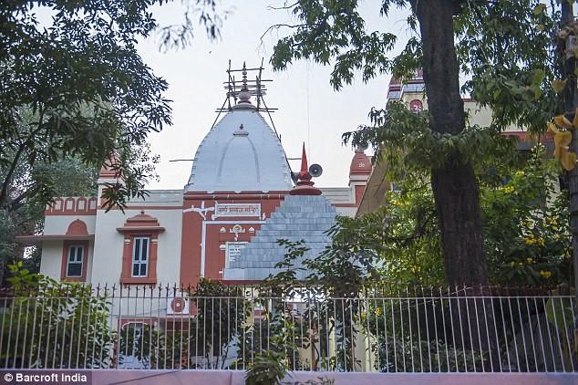 Ngôi đền họ làm đám cưới hôm 12-11