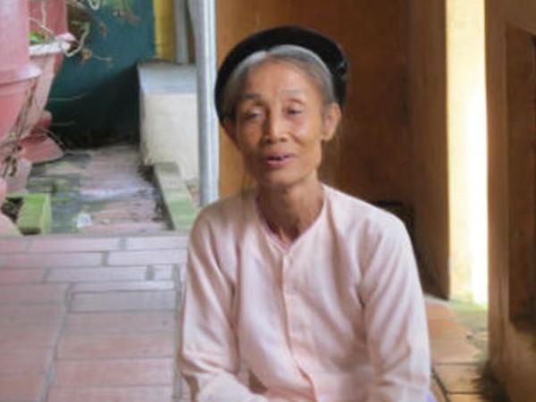 Bà Nguyễn Thị Nép thủ nhang Quán hai cụ
