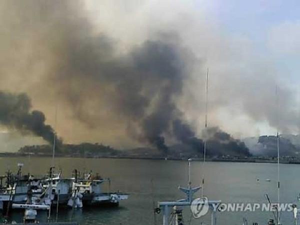 Hình ảnh Triều Tiên pháo kích đảo Yeonpyeong năm 2010