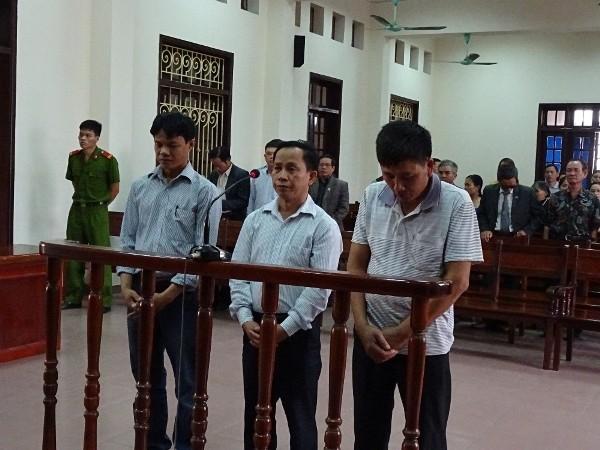 Các bị cáo tại phiên xử ngày 21-11