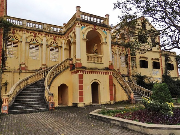 Dinh thự Vua Mèo Hoàng A Tưởng với lối kiến trúc Pháp và châu Á