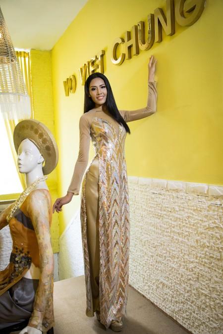"""""""Điểm danh"""" những bộ áo dài Nguyễn Thị Loan mặc dự thi Miss World ảnh 10"""