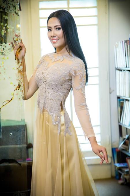 """""""Điểm danh"""" những bộ áo dài Nguyễn Thị Loan mặc dự thi Miss World ảnh 8"""