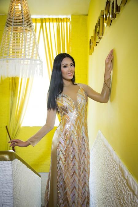 """""""Điểm danh"""" những bộ áo dài Nguyễn Thị Loan mặc dự thi Miss World ảnh 9"""