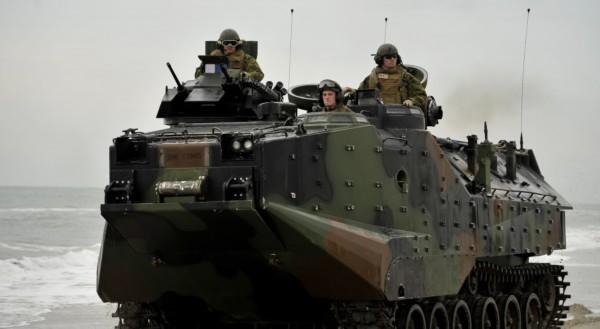 Xe lội nước AAV7 của lực lượng lính thủy đánh bộ Mỹ