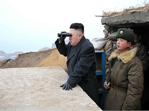 Nhà lãnh đạo Kim Jong-un thị sát một cuộc diễn tập