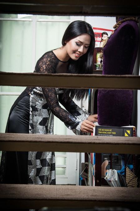 """""""Điểm danh"""" những bộ áo dài Nguyễn Thị Loan mặc dự thi Miss World ảnh 3"""