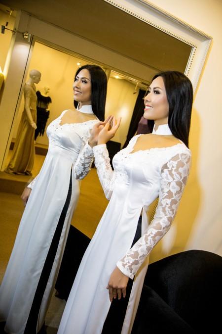 """""""Điểm danh"""" những bộ áo dài Nguyễn Thị Loan mặc dự thi Miss World ảnh 5"""