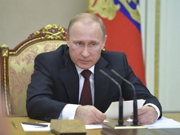 Tổng thống Putin: Dầu lửa sụt giá có thể là âm mưu chống Nga ảnh 1