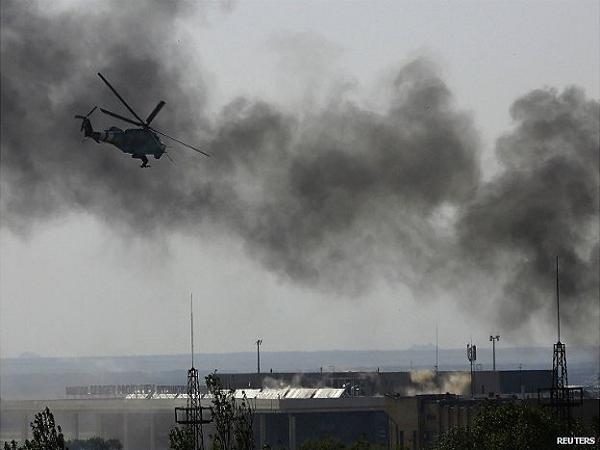 Trực thăng quân đội Ukraine tấn công sân bay Donetsk hồi tháng 5