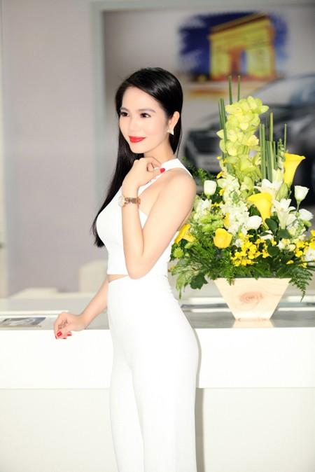 """Nữ hoàng Du lịch Dương Kim Ánh """"ton sur ton cây trắng"""" rạng ngời ảnh 6"""