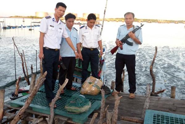 Lực lượng chức năng đã thu giữ 50,3 kg thuốc nổ TNT và nhiều kíp nổ, dây cháy chậm