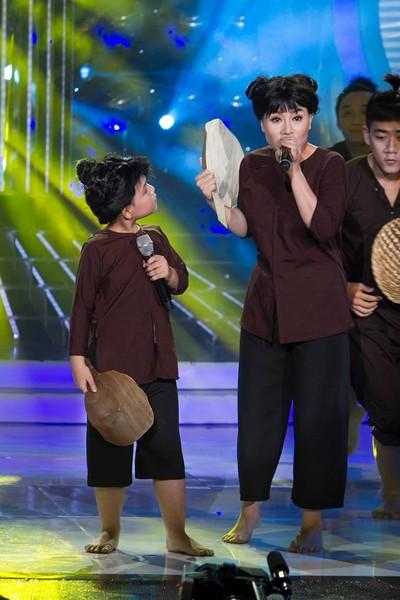 """Thu Phượng và Quang Huy trên sân khấu """"Gương mặt thân quen nhí"""""""
