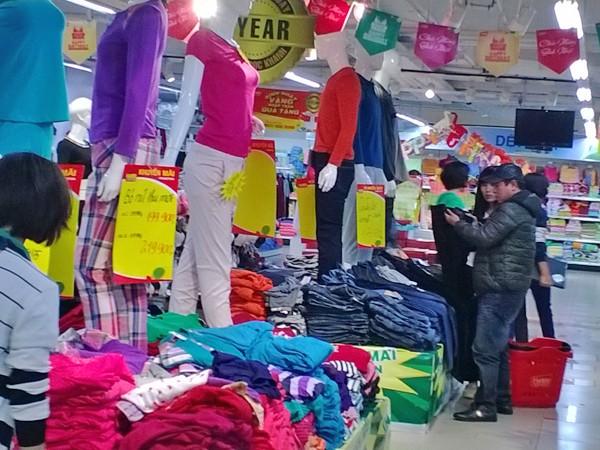 Người dân đang có cơ hội mua hàng với giá hợp lý