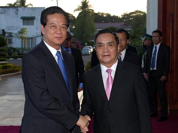 Thủ tướng Nguyễn Tấn Dũng hội kiến với Thủ tướng Lào chiều 24-11