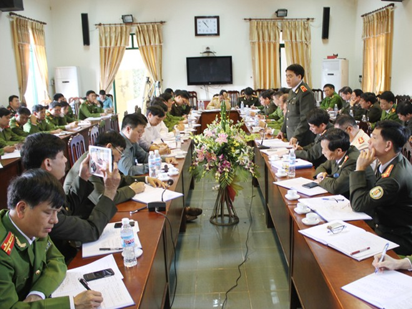 Thiếu tướng Nguyễn Đức Chung - Giám đốc CATP phát biểu tại buổi làm việc với CAH Ứng Hòa. Ảnh: Ngọc Tuấn