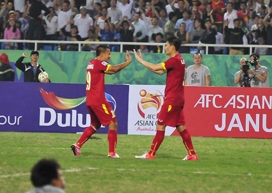 Thắng Lào 3-0, Việt Nam rộng cửa vào bán kết ảnh 2