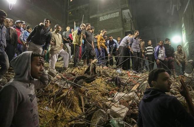 Hiện trường vụ sập nhà cao 8 tầng tại Cairo, Ai Cập đêm 25-11