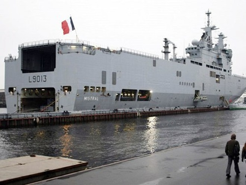 Tàu đổ bộ chở trực thăng lớp Mistral của Pháp