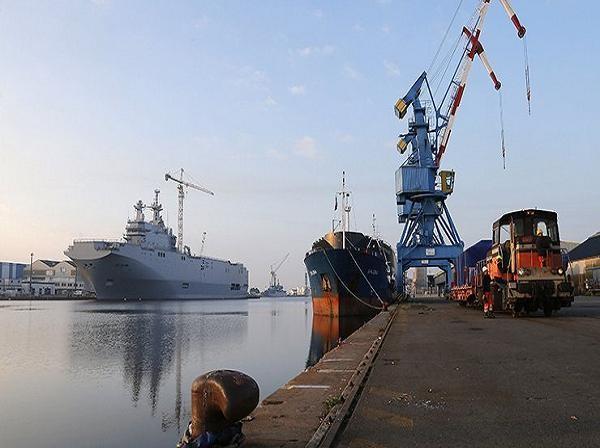 Tàu lớp Mistral tại xưởng đóng tàu Saint-Nazaire của Pháp