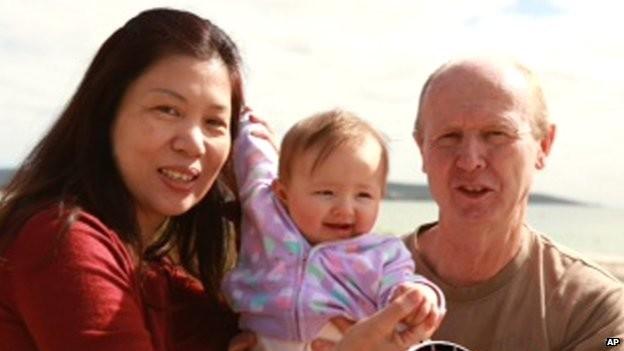 Cặp vợ chồng người Úc David và Wendy Farnell và đứa con gái