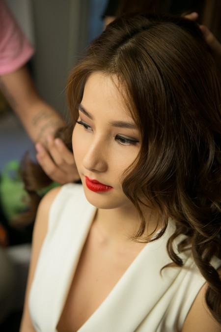 """Diễm My 9X làm """"nàng thơ"""" của NTK Adrian Anh Tuấn"""