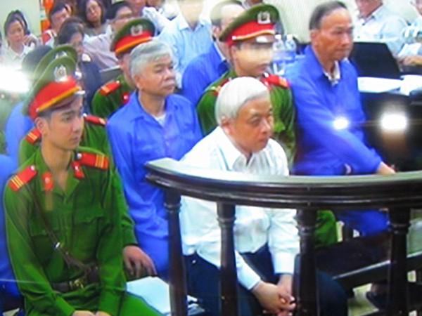 Nguyễn Đức Kiên khi nghe HĐXX phúc thẩm tóm tắt lại nội dung vụ án