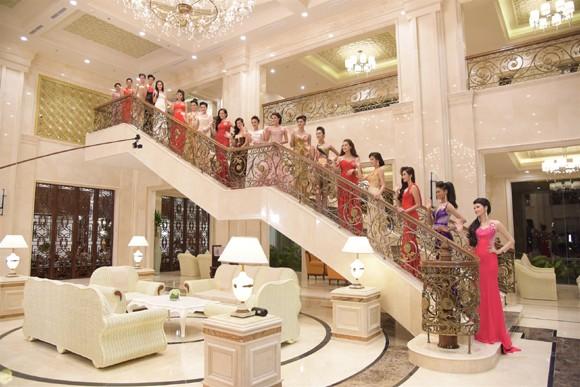 Thí sinh Hoa hậu Việt Nam 2014 lộng lẫy trong trang phục dạ hội ảnh 13