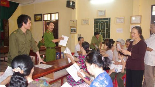 Công an Hà Nội luôn gần dân, giúp đỡ nhân dân