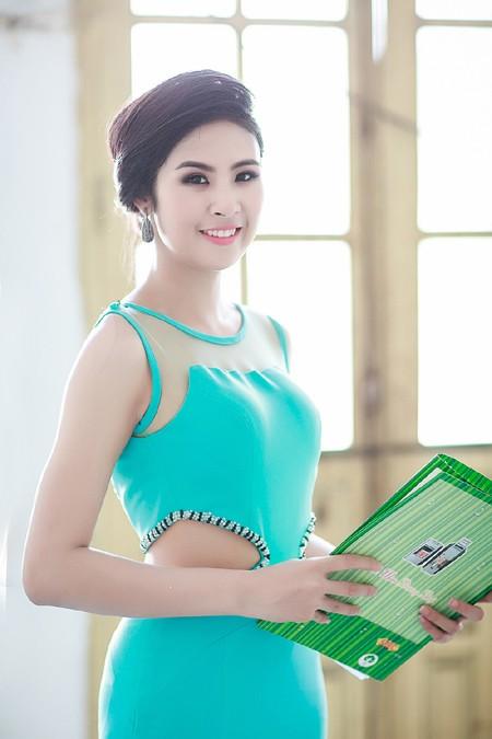 """""""Mát mắt"""" ngắm Hoa hậu Ngọc Hân làm MC """"Kiến trúc xanh"""" ảnh 4"""