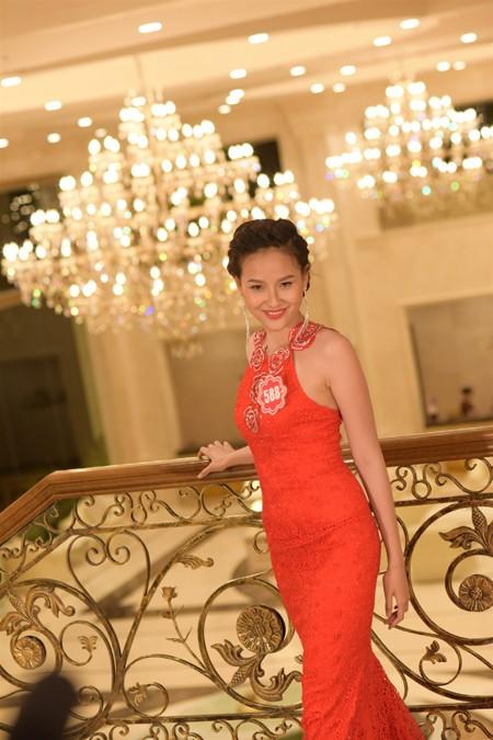 Thí sinh Hoa hậu Việt Nam 2014 lộng lẫy trong trang phục dạ hội ảnh 4