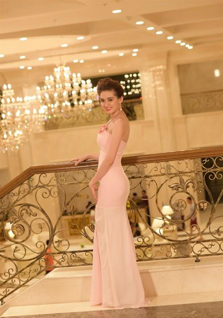 Thí sinh Hoa hậu Việt Nam 2014 lộng lẫy trong trang phục dạ hội ảnh 3