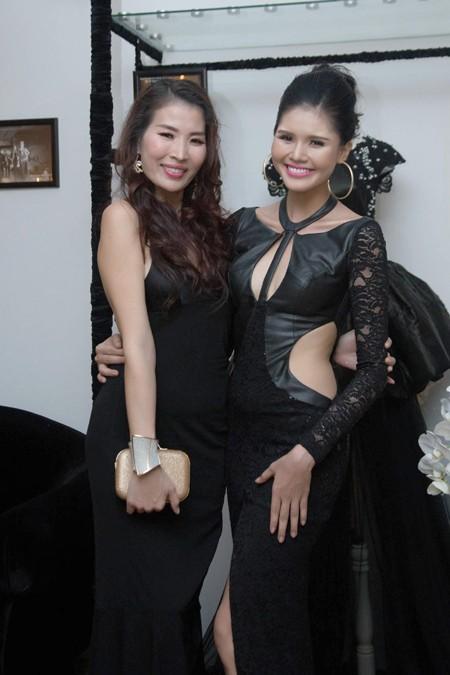 Người mẫu Kim Nguyên gợi cảm dự sinh nhật NTK Võ Việt Chung ảnh 6
