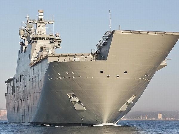 Tàu đổ bộ mang trực thăng LHD-01 Canberra của hải quân Úc