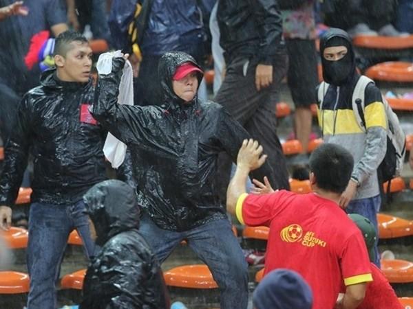 CĐV Việt Nam bị CĐV Malaysia hành hung trên khán đài ảnh 1