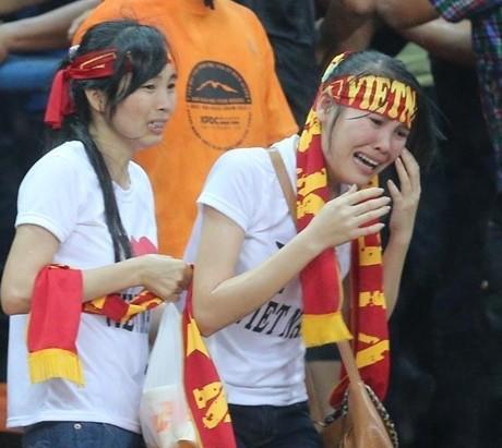 CĐV Việt Nam bị CĐV Malaysia hành hung trên khán đài ảnh 2