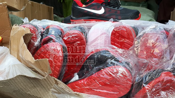 Hà Nội: Phát hiện 9 xe tải và 40 tấn hàng hóa có dấu hiệu vi phạm pháp luật ảnh 2