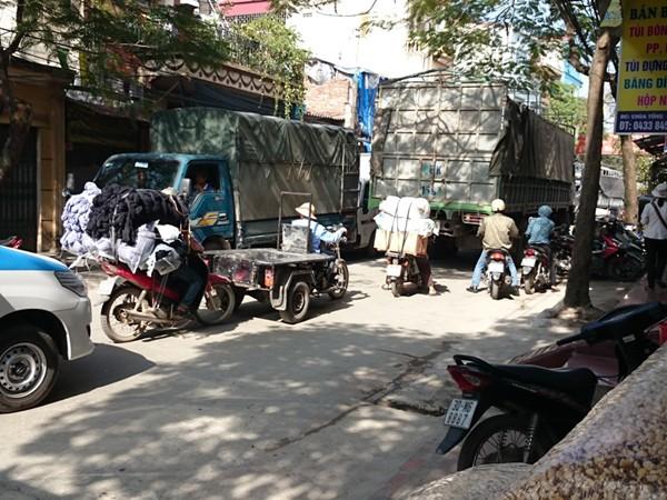 Ùn tắc ở xã La Phù, huyện Hoài Đức ảnh 1