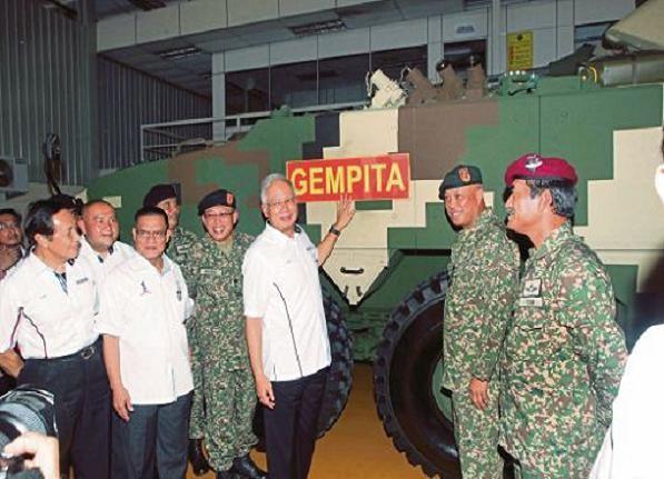 Thủ tướng Najib Tun Razak tại lễ bàn giao xe IFV25