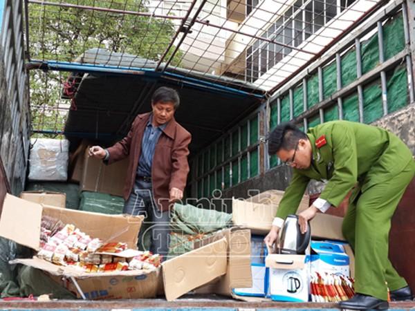 Hà Nội: Phát hiện 9 xe tải và 40 tấn hàng hóa có dấu hiệu vi phạm pháp luật ảnh 1