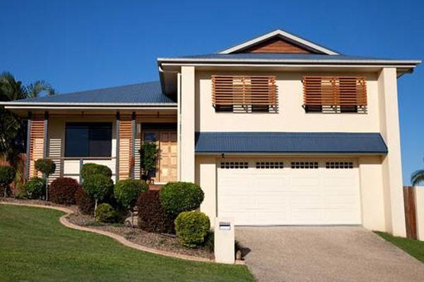 Kiến trúc hiện đại yêu cầu cánh cửa mặt tiền ấn tượng và hòa hợp trong tổng thể