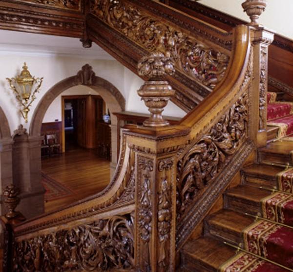 Trụ cột cầu thang gỗ họa tiết tinh xảo (nguồn: royal-oak)