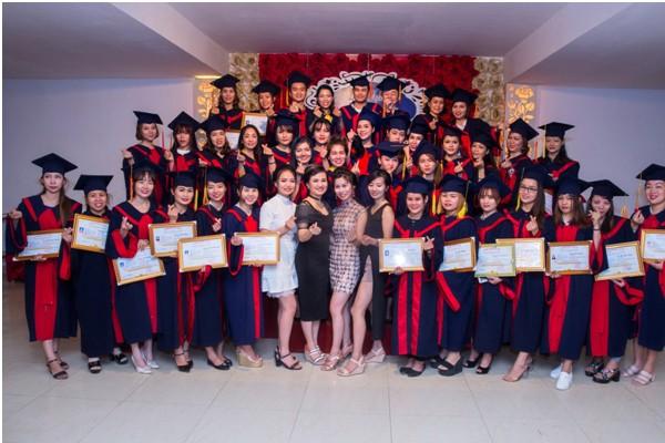 Khóa học phun xăm thẩm mỹ toàn diện tại học viện thẩm mỹ quốc tế Eva xinh Hà Nội