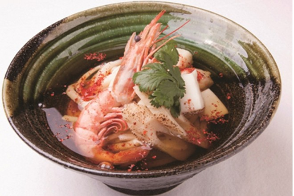 Udon hải sản cay: nước dùng chua chua cay cay lạ miệng