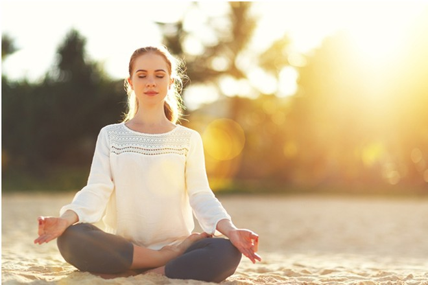 Yoga vừa giúp giảm run chân tay vừa làm tăng sự dẻo dai cho cơ bắp và nâng cao sức khỏe tinh thần