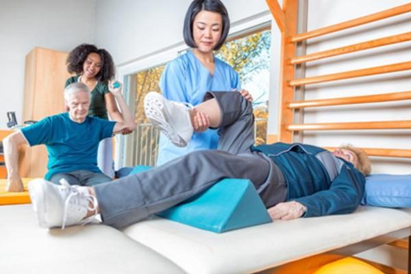 Người bị đột quỵ cần thực hiện vật lý trị liệu để phục hồi chức năng