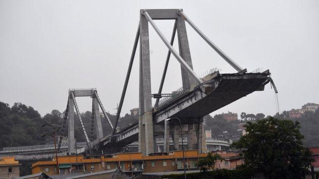 Cây cầu cao tốc sụp đổ ở thành phố Genoa, Italy khiến ít nhất 22 người thiệt mạng